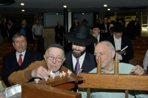 Yizkereim Zachor Lo Tishkach, Mr. Meir Moshe Fried, survivor, kindling memorial lights, White Shul, Far Rockaway, NY